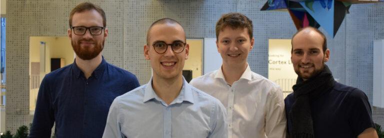 Fra venstre: Henrik, Jonatan, Mathias og Peter. Vi er alle dataloger.